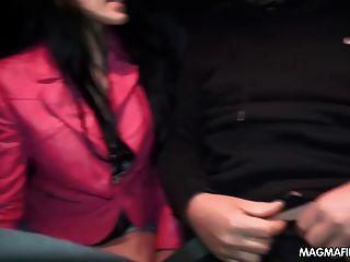 Magma film handjobs para desconocidos en público