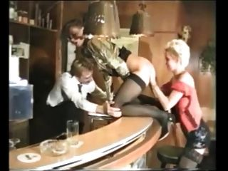 Sexo en grupo con varias mujeres maduras alemanas agradable en medias