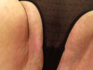 Sexy abuelita negro bragas acariciando golpes gordo coño a cum