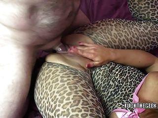 Rubia milf skylar rae obtiene su coño maduro golpeado
