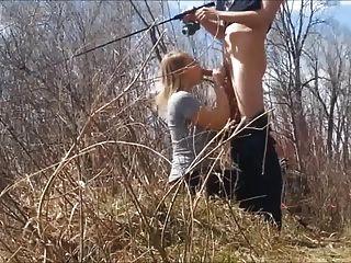 Pesca mientras ella chupa mi polla