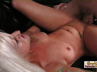 Puta madura follada en el culo por primera vez