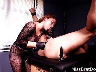 Próstata masaje atado esclavo por femdom miss perversions