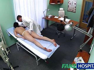 Fakehospital sexy paciente le gusta por detrás con su nuevo