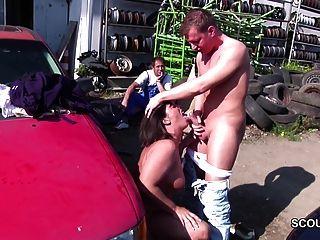 Seducción madre de milf alemana a la mierda al aire libre por los jóvenes