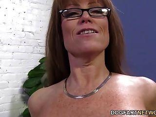 Sexy cougar darla grúa obtiene anal de gran polla negro