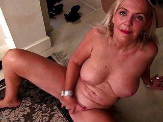 Vieja abuela sexy necesita una buena mierda