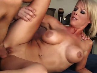 Sexy rubia milf puma pagar la deuda (milf superior)