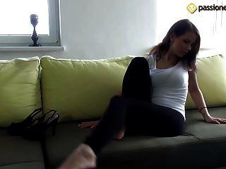 Angela pies adolescentes