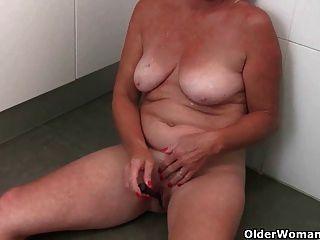 La abuela toma una rotura de la masturbación