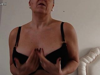Cachorros grandes breasted británico maduras dama obtener travieso