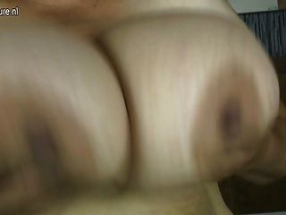 Busty spanish madre toma polla joven