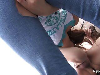 El bebé japonés sopla y come el cum