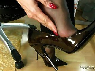 Cum en zapatos de negocios