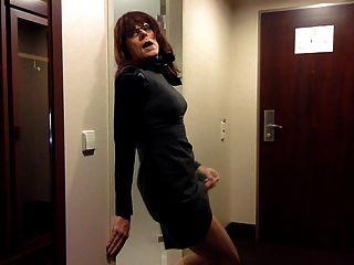 Masturbación tranny en el vestido de la oficina
