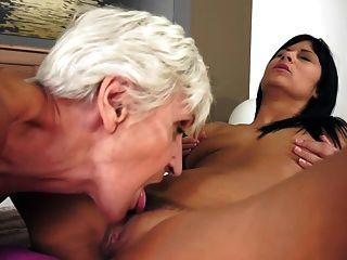 Lesbianas abuelitas lamen joven ruso coño