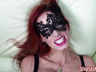 Kinky milf shanda fay chupa la polla en la máscara!
