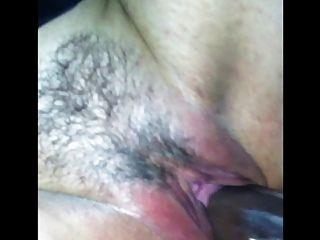Mujer de puta chupar polla negro en gloryhole
