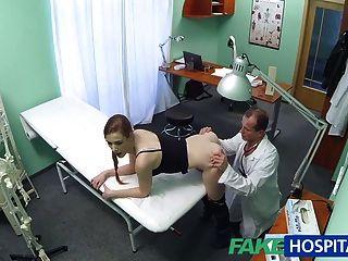 Médico de fakehospital obtiene justo lo que quería de paciente caliente