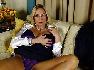 Mamada puta americana con coño afeitado