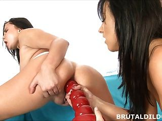 Dildo anal grande rojo prolapso