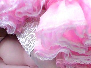 Muñeca follada sissy en vestido rosa sissy