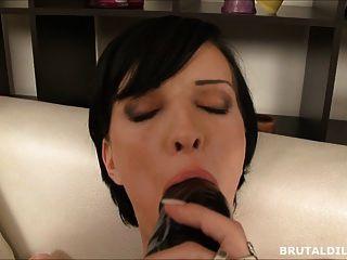 Big dildo pussy y el juego anal