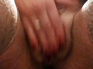Mujerzuela de oficina con un buttplug