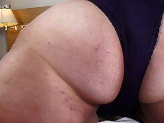 Naughty big booty bbw mamá y su juguete