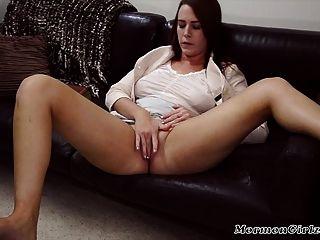 Morena mormon chica juega con su coño