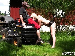 Monicamilf está jodiendo al jardinero norsk porno