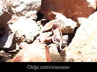 Sucia morena rimming y chupar overaged polla vieja