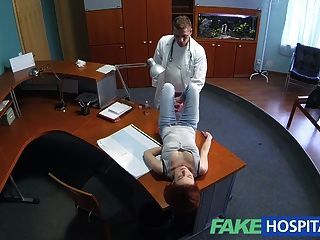 Fakehospital petite redheads habilidades sexuales hace cum médico