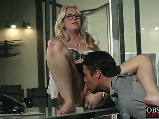 Samantha rone tiene sexo apasionado en la oficina
