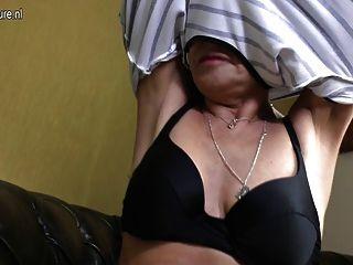 Extremadamente caliente y sexy abuela