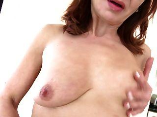 Madre madura con vagina hambrienta