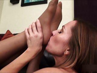 Amaestrador de la aptitud ama los pies del pantyhose