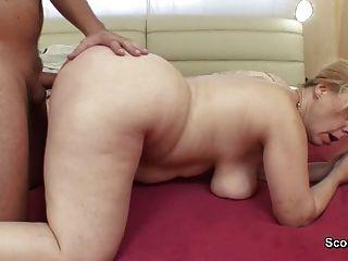 Mamá se despierta hijo paso alemán para obtener la mierda en el culo