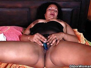 Latina milfs sharon y laura necesitan una pausa de masturbación