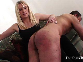 Extremo sobre la rodilla palmada femdom