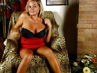 Sexy busty mamá necesita una buena mierda