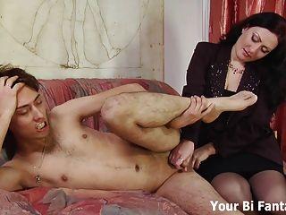 Inclínate y deja que mamá te dé un masaje de próstata