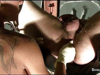 Fetisch de la muchacha alemana 18yr con el masaje de la cera y del prostata