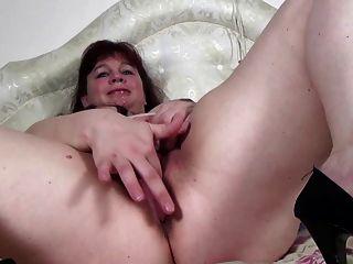 Gran madre madura necesita una buena mierda