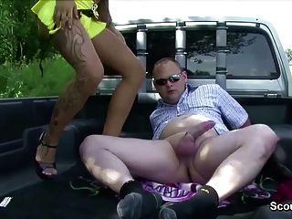 Prostituta calle joven alemán follada por un hombre mayor para el dinero