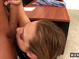 Mala chica adolescente interrumpido por su maestro