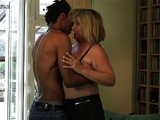 Sexy bbw negra madura folla su coño jugoso y gordo