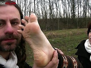 Ui041 en el país con leila fetiche del pie humillación