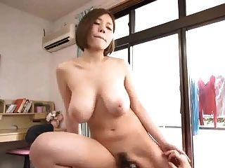 Hermosa chica japonesa busty