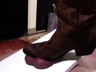 Ballbusting cbt gallo pisoteando en botas vaquera